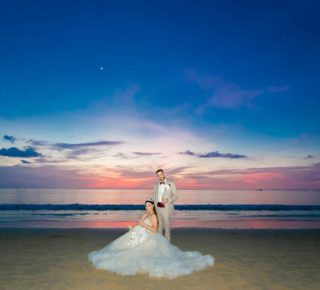 #weddingphuket #phuketwedding #phuketweddingservice #realwedding #weddingdress #sunsetwedding #heirateninthailand #hochzeitsplanerthailand #heiratenimausland