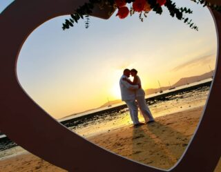 #realwedding #phuketweddingplanner #phuketwedding #phuketweddingservice #strandhochzeit #heiratenphuket #germancelebrant #hochzeitsplanerthailand #beachweddingphuket #heirateninthailand #weddingthailand #freierrednerthailand #freierredner
