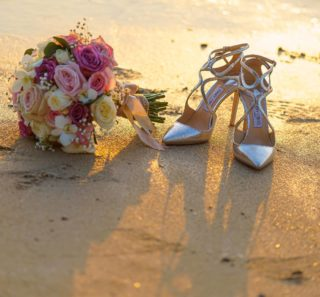 What would a bride be without bouquet and high heels? 😍 #phuketwedding #phuketweddingservice #strandhochzeit #heiratenphuket #germancelebrant #hochzeitsplanerthailand #beachweddingphuket #heirateninthailand #weddingthailand #freierrednerthailand #bridalbouquet #weddingphuket #jimmychoo