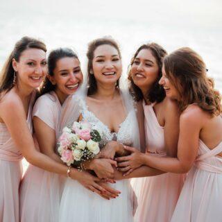 Mit wem würdet ihr euren ganz besonderen Tag teilen? 💕  Egal, ob ihr euch eine große Feier mit Freunden & Familie wünscht, oder eine ganz intime Zeremonie zu zweit, wir kümmern uns um alle Details. So könnt ihr jeden Moment eurer Hochzeit in vollen Zügen genießen. 💫  #phuketweddingservice #phuketweddingplanner #germancelebrant #heiratenamstrand #heiratenimausland #heirateninthailand #jaichwill #strandhochzeit #thaiwedding #weddingphuket #weddingplannerthailand