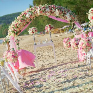 White & Pink Wedding Setup  #phuketwedding #phuketweddingplanner #thaiwedding #phuketweddingservice #strandhochzeit #heiraten2020 #whiteandpink @germanweddingcelebrant #heirateninthailand #thaiorchid #realwedding