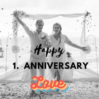 Constanze und Hendrik gaben sich auf den Tag genau, heute vor einem Jahr ihr Eheversprechen am Strand auf Phuket. Zuvor besuchten wir einen buddhistischen Tempel, wo das Brautpaar den Segen von 5 Mönchen erhielt. Eine sehr bewegende und bedeutungsvolle Zeremonie. Liebe Conni, Lieber Hendrik, herzlichen Glückwunsch zu eurem 1. Hochzeitstag. 🥰❤ #phuketweddingservice #weddingphuket #realwedding #thaiwedding #phuketweddingplanner #heiratenimausland #jaichwill #Hochzeitstag #strandhochzeit #heirateninthailand #beachwedding #heiratenamstrand